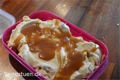 Lyder syndig, og det er den også! og virkelig lækker. Mild karamelsmag i isen og en skøn karamelswirl lavet med en lækker hjemmelavet karamelsovs. Køn kan man ikke beskylde den for at være, men sma…