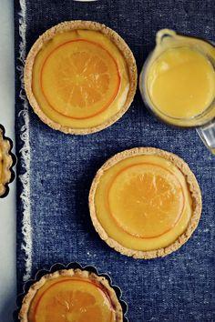 Cardamom Orange Tartelettes Sans gluten ~ Uses brown rice flour, cornstarch, and almond powder ~ Recipe in French