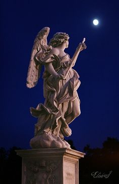 Tosca's Engelen.. of is die van Santa Teresa de lans aan het slijpen aan de maan?