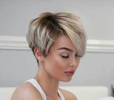 Tendance Coupe & Coiffure Femme Description I really need my bangs to lay like these! Short Pixie Haircuts, Short Hairstyles For Women, Layered Hairstyles, Hairstyles 2018, Asymmetrical Haircuts, Ladies Hairstyles, Wedge Hairstyles, Natural Hairstyles, Short Hair Cuts For Women Trendy