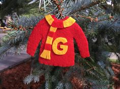 Gryffindor Sweater Ornament Harry Potter Christmas Ornaments, Hogwarts Christmas, Christmas Tree Ornaments, Christmas Decor, Christmas Holidays, Christmas Ideas, Harry Potter Sweater, Christmas Jumpers, Craft Show Ideas