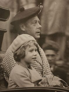 Prince Edward, Prince of Wales (later H. King Edward VIII/H. Prince Edward, Duke of Windsor) and his niece H. Princess Elizabeth of York (later H. Queen Elizabeth II) return via carriage from a church service at Balmoral, C. Prinz Philip, Prinz William, Reine Victoria, Queen Victoria, Elizabeth Of York, Queen Elizabeth Ii, Lady Diana, King George Brother, Queen Elizabeth