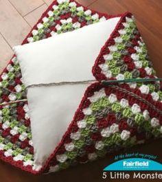 Transcendent Crochet a Solid Granny Square Ideas. Inconceivable Crochet a Solid Granny Square Ideas. Crochet Cushion Pattern, Crochet Cushion Cover, Crochet Motifs, Crochet Cushions, Granny Square Crochet Pattern, Crochet Squares, Crochet Granny, Crochet Stitches, Crochet Patterns