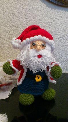 ideas for crochet santa ornament Crochet Santa, Crochet Snowman, Holiday Crochet, Christmas Knitting, Knit Or Crochet, Crochet Crafts, Crochet Dolls, Yarn Crafts, Crochet Projects