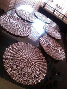 New basket weaving polymer clay 23 ideas Newspaper Basket, Newspaper Crafts, Paper Weaving, Loom Weaving, Diy Home Crafts, Craft Stick Crafts, Arts And Crafts Storage, Wicker Tray, Diy Cardboard