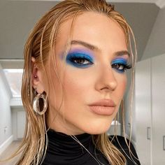 Shared by b e l l a. Find images and videos about girl, fashion and hair on We Heart It - the app to get lost in what you love. Makeup Eye Looks, Eye Makeup Art, Cute Makeup, Glam Makeup, Pretty Makeup, Skin Makeup, Eyeshadow Makeup, Blue Eyeshadow, Makeup Trends