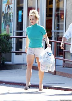 Celebrities in Short Shorts.. BRITNEY SPEARS, oh dear, what could she be thinking of...
