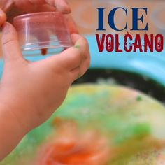 Ice Volcano {Activity for Kids} Oil And Water Experiment, Water Experiments For Kids, Amazing Science Experiments, Science Experiments Kids, Science For Kids, Volcano Activities, Fun Activities For Kids, Craft Projects For Kids, Projects To Try