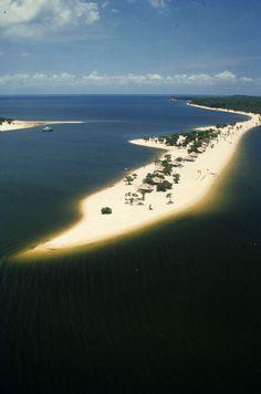 Alter do Chão, no Pará, Região Norte do Brasil: belíssimas praias de água doce, no rio Tapajós, no lugar conhecido como o Caribe da Amazônia.