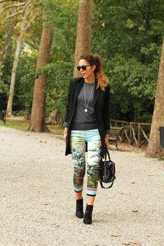 Queriot, gli accessori che si ispirano ai social e dei pantaloni strani blogger fashion beautiful moda italy jewellery luxury design art black dress