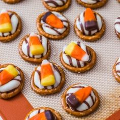 Pretzel Hugs - easy treat for Halloween :}