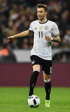 Marco Reus Photos - Marco Reus of Germany controls the ball during the International Friendly match between Germany and Italy at Allianz Arena on March 2016 in Munich, Germany. - Germany v Italy - International Friendly Germany Team, Germany Football, Munich Germany, Football Is Life, Football Kits, Football Soccer, Fifa, Neymar, German National Team
