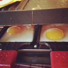 Eggs in raclette pans. Raclette Party, Raclette Ideas, No Salt Recipes, Great Recipes, Crepes, Fondue, Diy Food, Food Ideas, Grilling Recipes