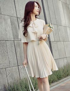 Her boyfriend gave her flowers, and told her she looks very pretty in her nice pleated dress, making this virtuous young Christian lady feel so very wholesome. Cute Fashion, Asian Fashion, Hijab Fashion, Fashion Dresses, Womens Fashion, Fashion News, Short Dresses, Casual Dresses, Summer Dresses