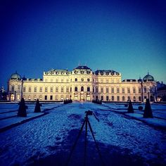 Oh it was so cold but it was totally worth it! The Belvedere is such a beautiful building Blue Hour, Beautiful Buildings, Vienna, Austria, Landscape Photography, I Am Awesome, Louvre, Snow, Travel