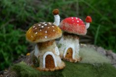 Yellow mushroom house Each pice is unique, special gif for anyone. Measures: Felted with wool of many countries that I collect for some Mushroom Crafts, Felt Mushroom, Mushroom House, Needle Felted Animals, Felt Animals, Wet Felting, Needle Felting, Yellow Mushroom, Hedgehog Craft