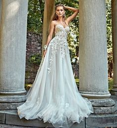 A #couture #bridal #gown will always give you the best and most luxurious feeling. And you don't have to do much about it. Gia.