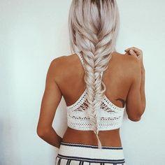 Maak vlechten in je lange haar en creëer en heel andere look! Doe inspiratie op met deze 8 korte kapsels met vlechten..