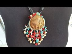 Shell Jewelry, Arts And Crafts Projects, Shell Pendant, Shells, Beaded Necklace, Pendants, Brooch, Beads, Tutorials