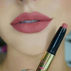 Lip Gloss Colors, Lipstick Colors, Lip Colors, Lipstick Shades, Kiss Proof Lipstick, Matte Lipstick, Cute Makeup, Perfect Makeup, Unique Makeup