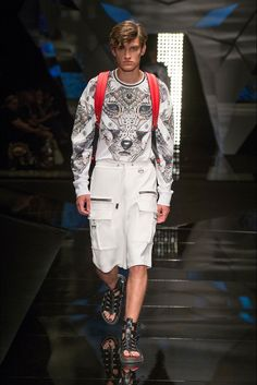 Take a look to Wolf Totem Spring Summer 2018 menswear collection: the fashion accessories and outfits seen on Milano runaways.