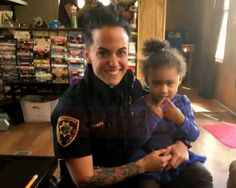 Cop Helps 2-Year-Old With Fashion Emergency After Call to 911 #PJMedia ...