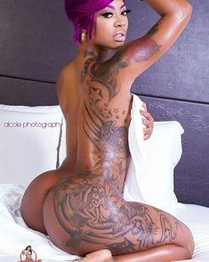 Frauen nackte tätowierte Beste Nackte