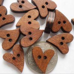 100 Unids/set Marrón Botón de Costura de Madera en Forma de Corazón Botones De Madera Scrapbooking del arte 20mm para Accesorios de La Ropa 6LJL