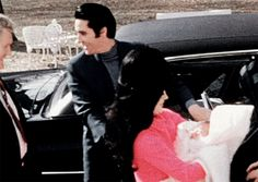 Elvis and Priscilla Presley welcome home five-day-old Lisa Marie to Graceland… Elvis Presley Priscilla, Graceland Elvis, Elvis Presley Images, Elvis Presley Family, Lisa Marie Presley, Cute Little Baby, Little Babies, Great Love Stories, Love Story