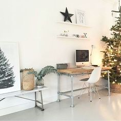 Workspace Inspo and Image Regram thanks to Laura based in Holland ❤❤❤ One of our favourite workspaces can be found in the beautiful home of Laura and at this time of the year, her workspace is extra special! Christmas Time, Beautiful Homes, Workspaces, Thankful, Holland, Holiday Decor, Instagram Posts, Furniture, Image