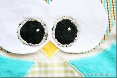 IMG_1560 (600x400) Owl Sewing Patterns, Baby Quilt Patterns, Scrap Fabric Projects, Fabric Scraps, Burlap Pillows, Decorative Pillows, Owl Pillow Pattern, Owl Bags, Pillow Tutorial
