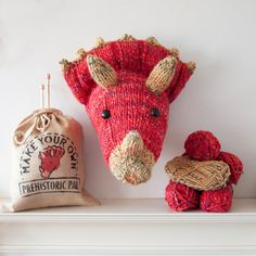 Faux Triceratops Knitting Kit - Make Your Own Prehistoric Pal - Taxidermy Dinosaur Trophy Head - Red GBP) by sincerelylouise Knitting Kits, Knitting Projects, Knitting Patterns, Pdf Patterns, Knitting Designs, Crochet Taxidermy, Faux Taxidermy, Super Chunky Yarn, Quick Knits