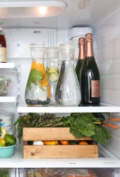 11 Brilliant Fridge Hacks You Need to Know! How can you navigate this chilly territory and turn your icebox into an organizer's dream? Kitchen Hacks, Kitchen Storage, Kitchen Decor, Kitchen Design, Pantry Design, Kitchen Drawers, Refrigerator Organization, Pantry Organization, Refrigerator Storage
