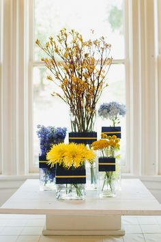 Navy & Yellow Floral Display I like the navy and yellow ribbon idea