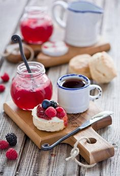 Scones with jam and devonshire cream.simple way to enjoy Afternoon tea. Scones And Jam, Café Chocolate, Pause Café, Cream Tea, Mini Desserts, High Tea, Coffee Time, Morning Coffee, Tea Time