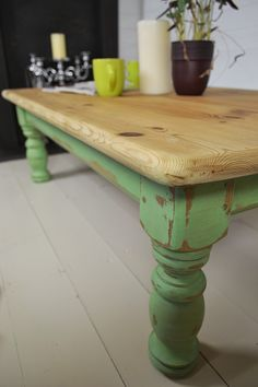 This antique pine coffee table really has rustic charm, with it's ample size, it's perfect for getting your friends over for a cuppa! Hand painted in an Antibes Green and Old White mix, we've enhanced it's country chic look!