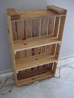 #DIY Palette Bookshelf: http://www.househunt.com/news-realestate/diy-home-library-ideas/