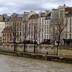 Rita Crane Photography: France / Paris / quais / La Seine / river / latin quarter / left bank / Companions Along the Quai des Grands Augustins, Latin Quarter, Paris