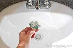 A super quick tip for getting rid of the gunk around the bathroom sink drains - Ask Anna Diy Home Cleaning, Bathroom Cleaning Hacks, Best Cleaning Products, Toilet Cleaning, Cleaning Tips, Cleaning Recipes, Green Cleaning, Cleaning Solutions, Spring Cleaning