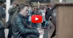 """This Piano Invites All to """"Play Me, I'm Yours."""" and This Pianist Did – Flawlessly! 