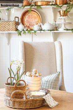 Christmas Living Rooms, Christmas Bedroom, Christmas Kitchen, Cozy Christmas, Modern Christmas, Christmas Decor, Christmas Ideas, Xmas, Diy Plate Rack