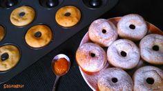 Sütőben sült fánk teljes kiőrlésű lisztből (fánksütő tepsi szükséges hozzá)! Zabpehelylisztből is elkészíthető, finom diétás reggeli, tízórai vagy uzsonna cukorbetegeknek, IR diétázóknak, tartósan fogyni vágyóknak! Sweet Desserts, Doughnut, Pancakes, Food And Drink, Sweets, Healthy Recipes, Snacks, Baking, Minden