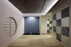 Tokonoma: Japanese Alcove Design, Styles, and Scrolls Japan Interior, Japanese Interior Design, Japanese Design, Modern Interior, Home Interior Design, Interior And Exterior, Japanese Patterns, Japanese Tea House, Traditional Japanese House