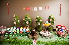 Snow White party made of felt! So creative and cute!