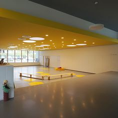 スロベニアの幼稚園1 | 幼児の城 ブログ Interior Architecture, Interior Design, Learning Spaces, School Design, Kindergarten, Nursery, Indoor, Detail, Plaza Design