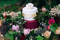 How gorgeous is that cake? Cake By: Let Them Eat Cake