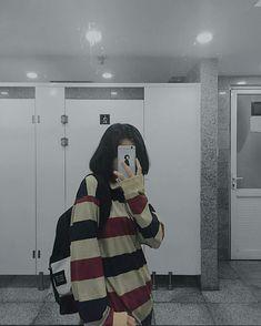 faceless selfie and photo ideas; (photos not mine) Ulzzang Korean Girl, Cute Korean Girl, Asian Girl, Korean Aesthetic, Aesthetic Girl, Ulzzang Short Hair, Korean Photo, Cute Girl Photo, Girl Short Hair