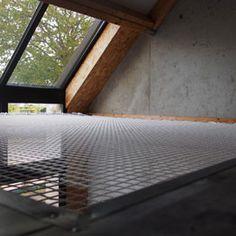 Filet d'habitation sous fenêtre de toit