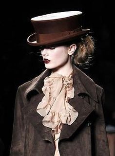 TOP HAT: By John Galliano for Christian Dior.what will it take for me to get a top hat in life! Dior Fashion, Couture Fashion, Fashion Beauty, Paris Fashion, Dior Couture, Style Fashion, Christian Dior, Jhon Galliano, Cat Walk