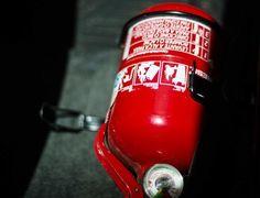 Depois de o Contran (Conselho Nacional de Trânsito) determinar que carros com mais de dez anos de uso deveriam trocar de extintor (de BC para ABC), no come...